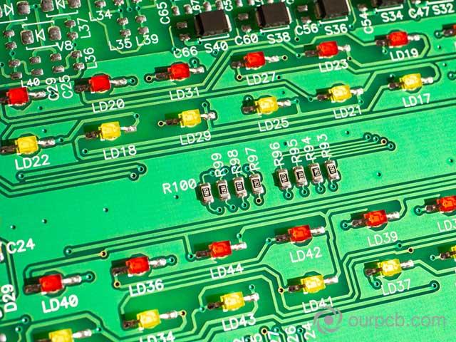 Assemblage de PCB à LED