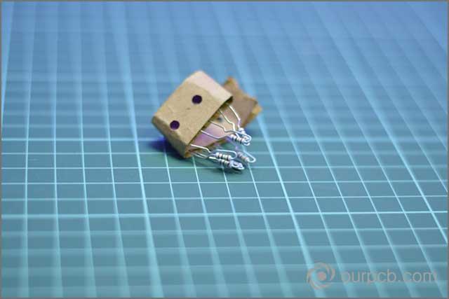 le courant à travers l'assemblage du PCB LED